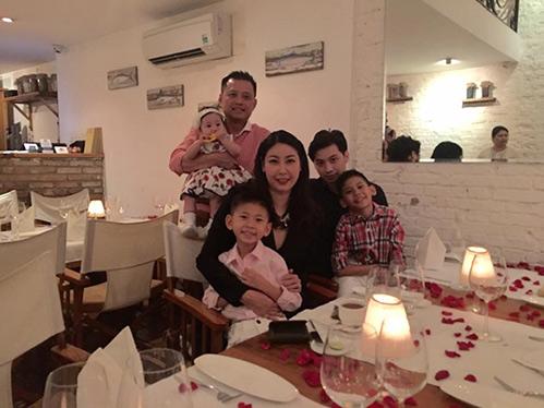 HH Hà Kiều Anh hạnh phúc đón sinh nhật tuổi 40 bên chồng con-3