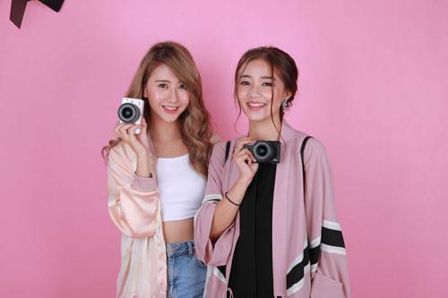 Hot girl Salim tinh nghịch chụp ảnh cùng Quỳnh Anh Shyn-2