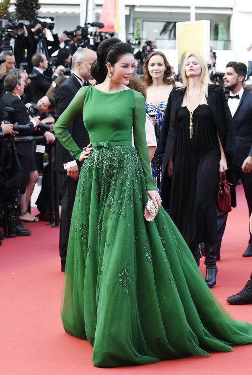 ly nha ky hoa cong chua toc may tren tham do cannes - 5