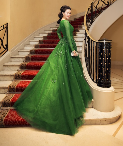 ly nha ky hoa cong chua toc may tren tham do cannes - 1