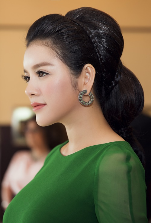 ly nha ky hoa cong chua toc may tren tham do cannes - 2