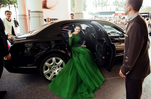 ly nha ky hoa cong chua toc may tren tham do cannes - 3