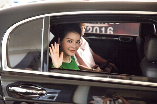 ly nha ky hoa cong chua toc may tren tham do cannes - 4
