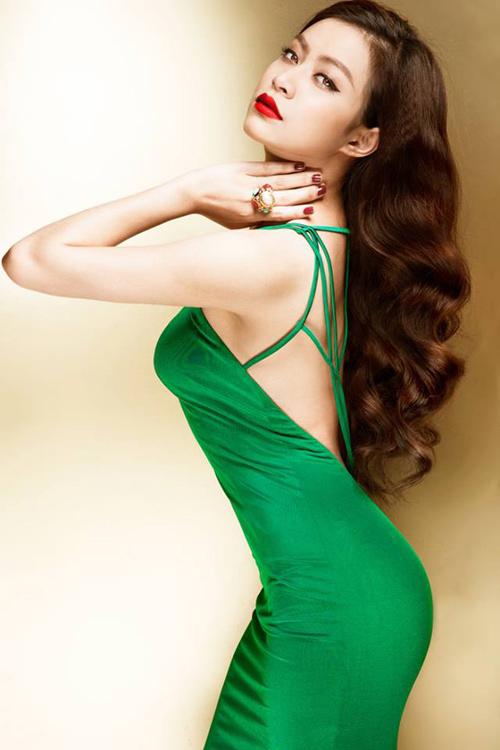 Ngắm thân hình sexy siêu gợi cảm của Hoàng Thùy Linh-5