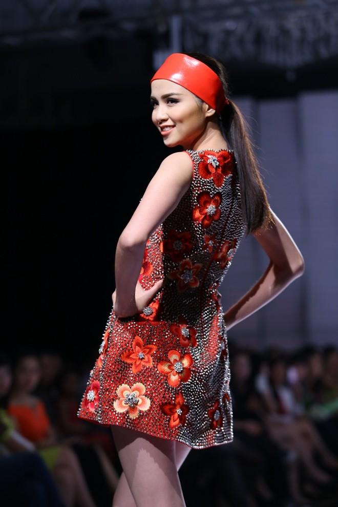 Hoa hậu Diễm Hương tự tin làm mẫu dù chỉ cao 1m71-11