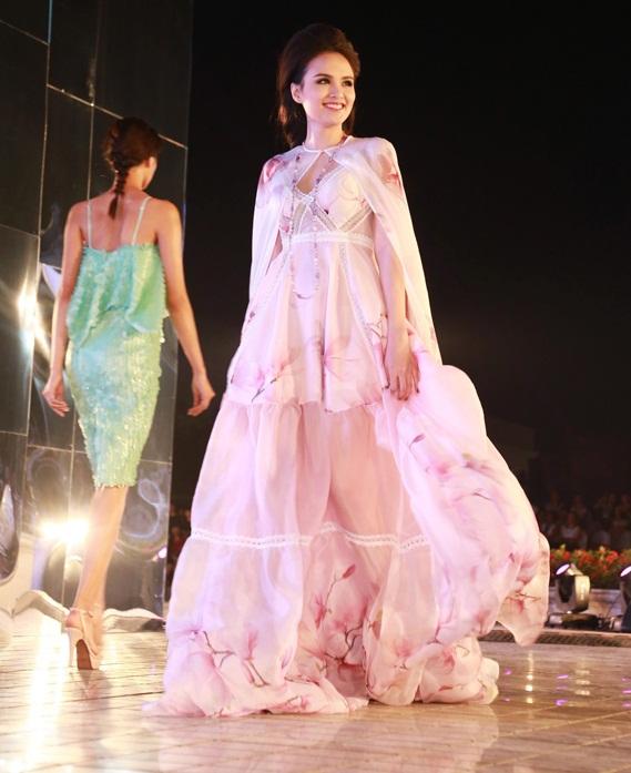 Hoa hậu Diễm Hương tự tin làm mẫu dù chỉ cao 1m71-3