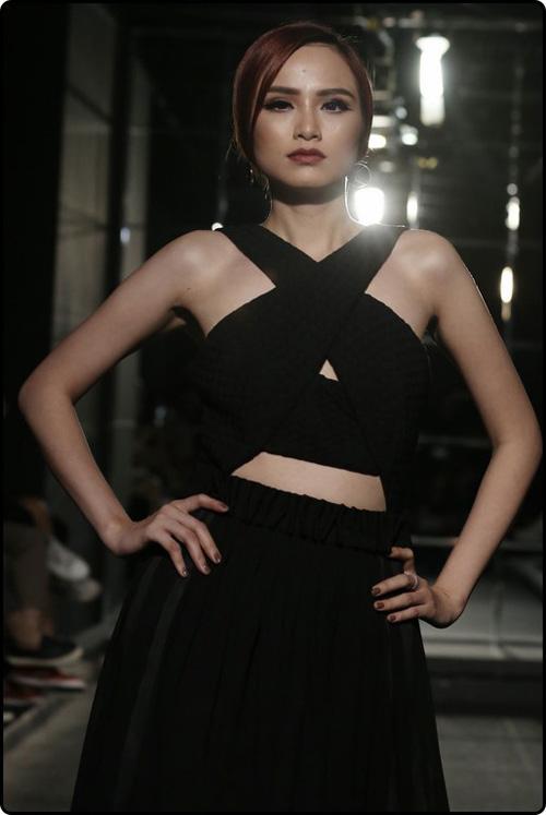 Hoa hậu Diễm Hương tự tin làm mẫu dù chỉ cao 1m71-1