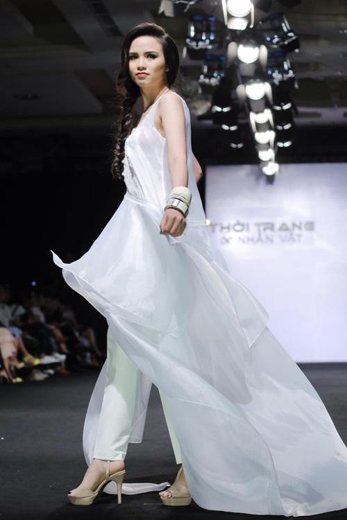 Hoa hậu Diễm Hương tự tin làm mẫu dù chỉ cao 1m71-6