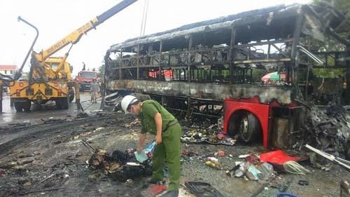 Hé lộ hồ sơ 3 xe đâm nhau bốc cháy tại Bình Thuận-1