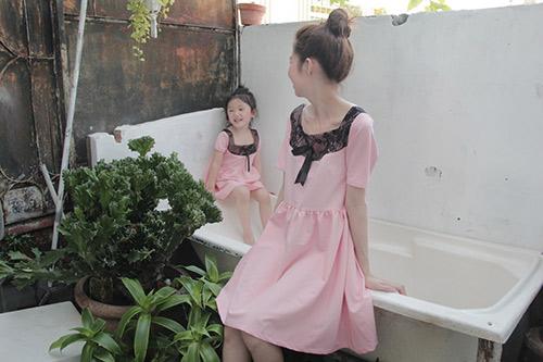 10 mẫu váy đôi ngọt ngào cho mẹ diện chung với con gái-15