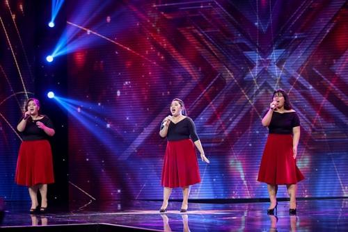"""3 cô gái """"mũm mĩm"""" khiến giám khảo X-Factor loại nhóm trai đẹp-2"""