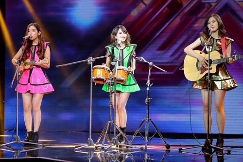 """3 cô gái """"mũm mĩm"""" khiến giám khảo X-Factor loại nhóm trai đẹp-9"""
