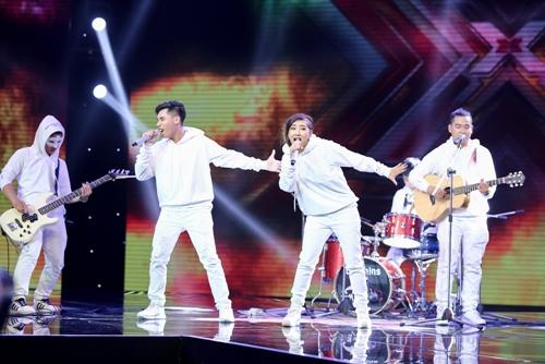 """3 cô gái """"mũm mĩm"""" khiến giám khảo X-Factor loại nhóm trai đẹp-16"""