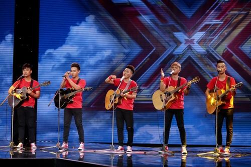"""3 cô gái """"mũm mĩm"""" khiến giám khảo X-Factor loại nhóm trai đẹp-13"""