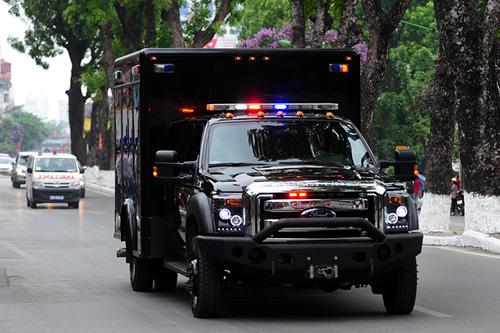 """Cận cảnh chiếc """"quái thú"""" chở TT Obama trên phố HN-10"""
