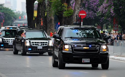 """Cận cảnh chiếc """"quái thú"""" chở TT Obama trên phố HN-3"""