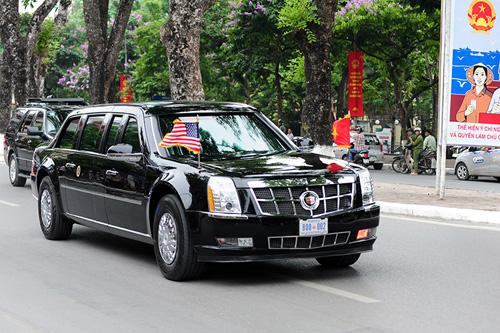 """Cận cảnh chiếc """"quái thú"""" chở TT Obama trên phố HN-5"""