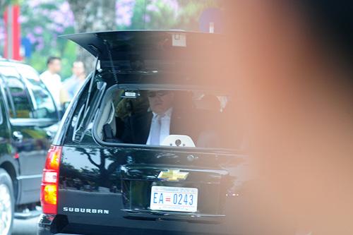"""Cận cảnh chiếc """"quái thú"""" chở TT Obama trên phố HN-8"""