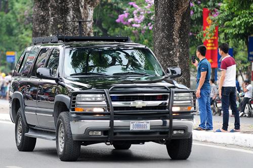 """Cận cảnh chiếc """"quái thú"""" chở TT Obama trên phố HN-9"""