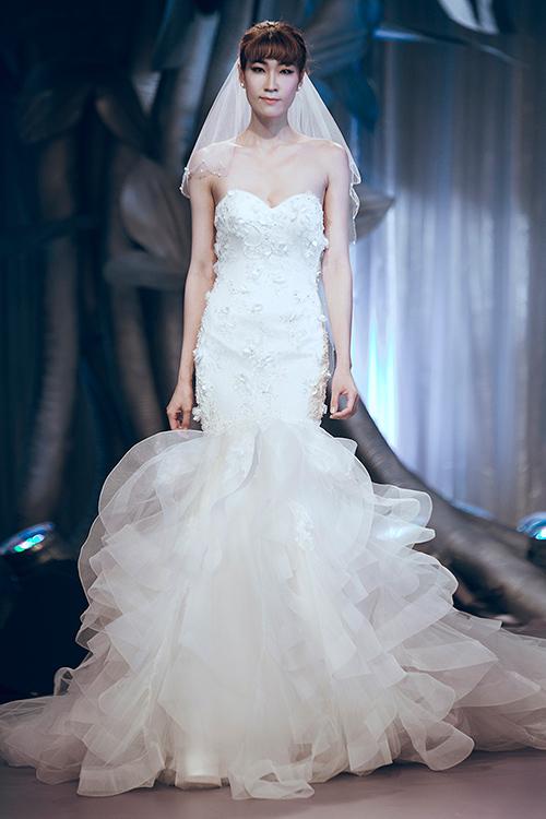 Minh Tú lộng lẫy với váy cưới đính 10 ngàn viên đá swarosky-10