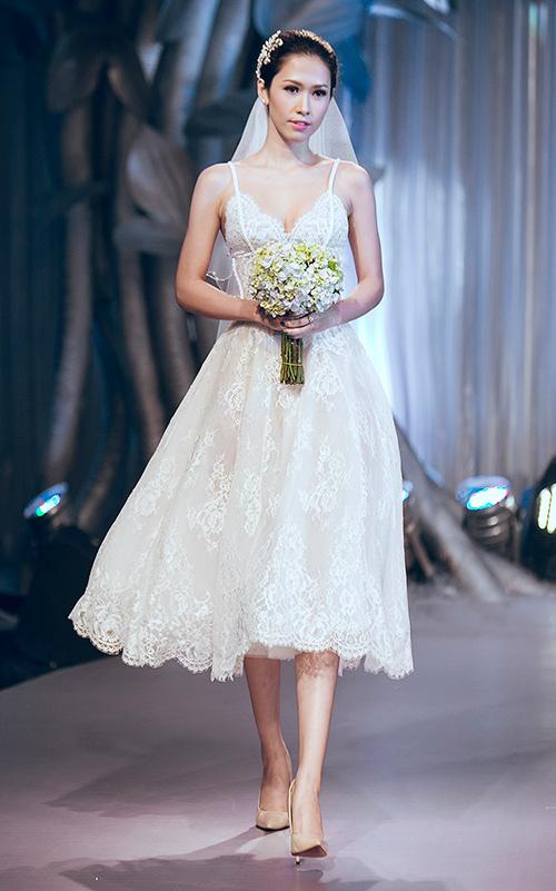 Minh Tú lộng lẫy với váy cưới đính 10 ngàn viên đá swarosky-13