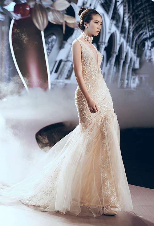 Minh Tú lộng lẫy với váy cưới đính 10 ngàn viên đá swarosky-18