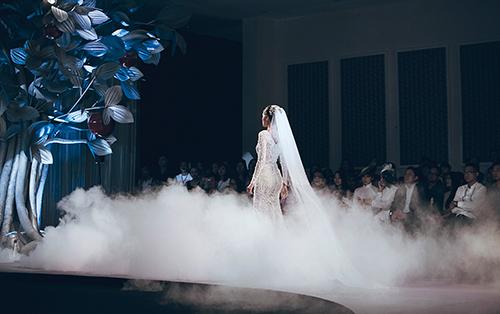 Minh Tú lộng lẫy với váy cưới đính 10 ngàn viên đá swarosky-5