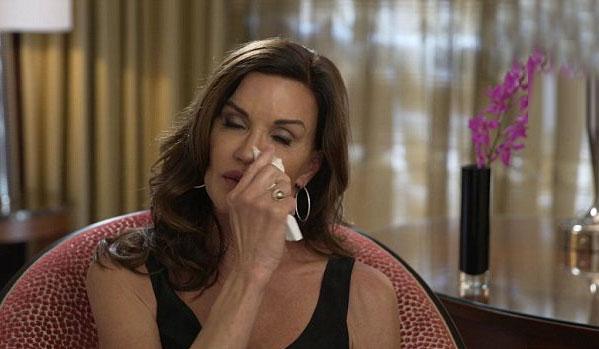 Showbiz 24/7: Siêu mẫu Hollywood bị ung thư vì độn ngực-1