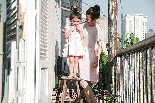 10 mẫu váy đôi ngọt ngào cho mẹ diện chung với con gái-1