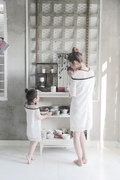 10 mẫu váy đôi ngọt ngào cho mẹ diện chung với con gái-5