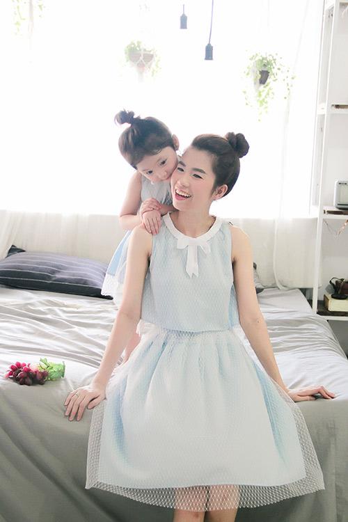 10 mẫu váy đôi ngọt ngào cho mẹ diện chung với con gái-6