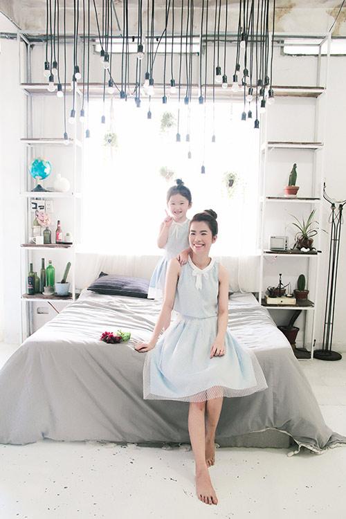 10 mẫu váy đôi ngọt ngào cho mẹ diện chung với con gái-7