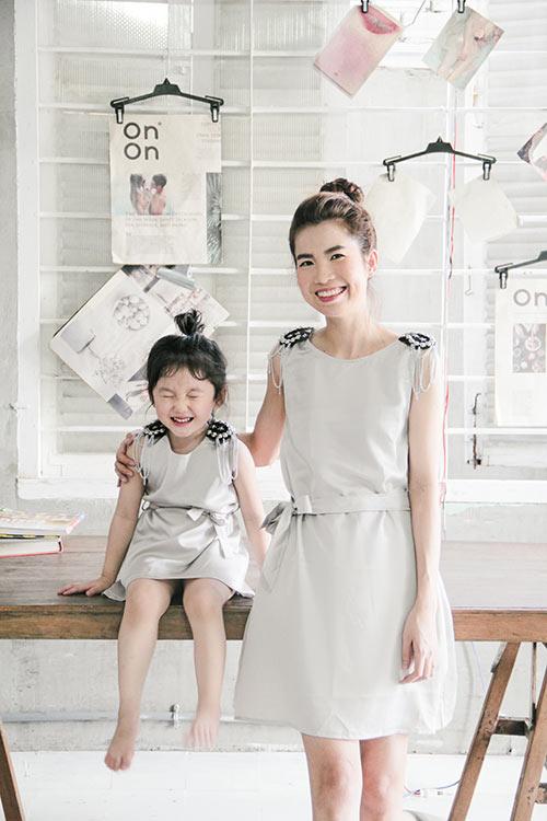 10 mẫu váy đôi ngọt ngào cho mẹ diện chung với con gái-8
