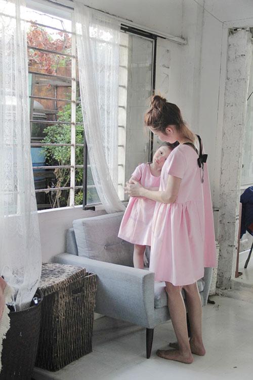 10 mẫu váy đôi ngọt ngào cho mẹ diện chung với con gái-13