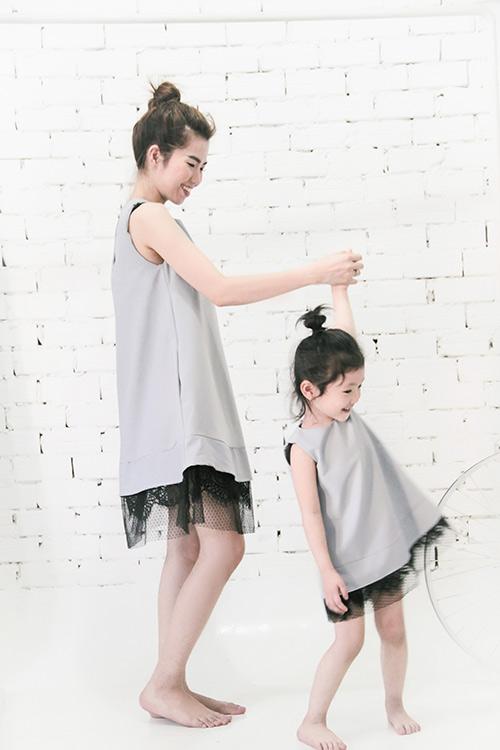 10 mẫu váy đôi ngọt ngào cho mẹ diện chung với con gái-14