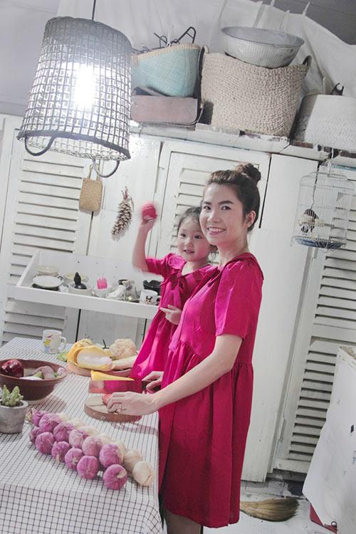10 mẫu váy đôi ngọt ngào cho mẹ diện chung với con gái-16