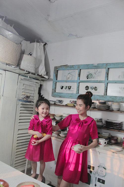10 mẫu váy đôi ngọt ngào cho mẹ diện chung với con gái-17