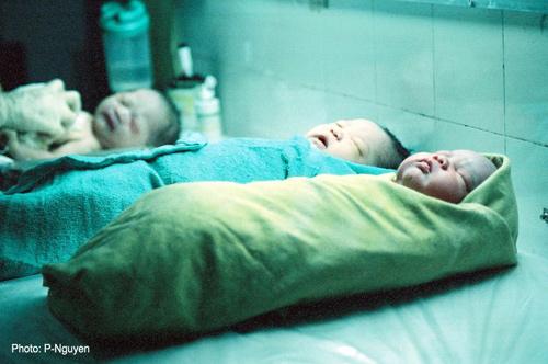 Bộ ảnh đẻ thường độc đáo của mẹ Việt năm 2000-15