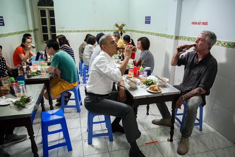 Người ăn bún chả Hà Nội cùng Tổng thống Mỹ là ai?-3