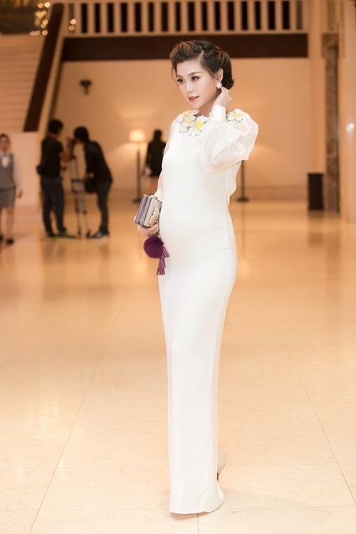 Á hậu Diễm Trang tự tin khoe bụng bầu 5 tháng tại sự kiện-3