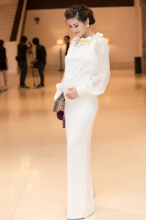 Á hậu Diễm Trang tự tin khoe bụng bầu 5 tháng tại sự kiện-4