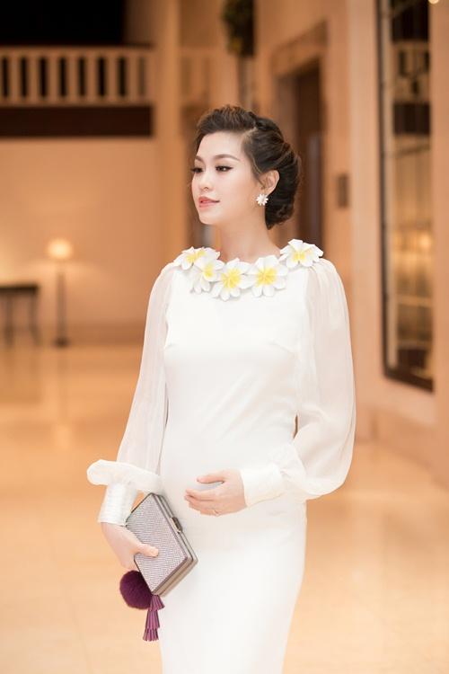 Á hậu Diễm Trang tự tin khoe bụng bầu 5 tháng tại sự kiện-5