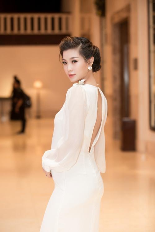 Á hậu Diễm Trang tự tin khoe bụng bầu 5 tháng tại sự kiện-6