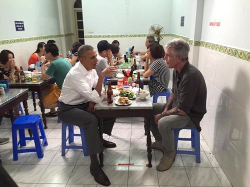 Người ăn bún chả Hà Nội cùng Tổng thống Mỹ là ai?-2