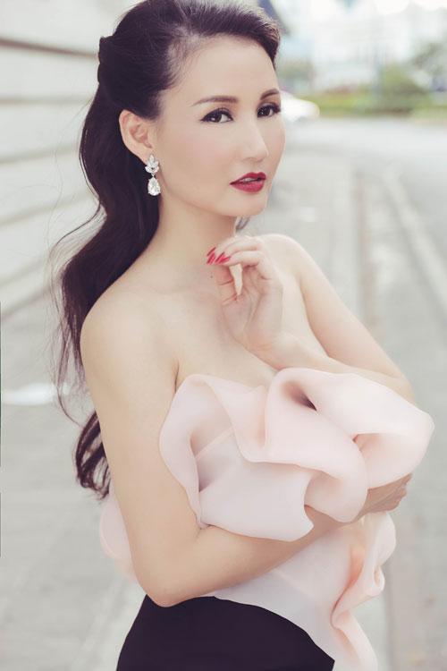 Hoa hậu Sương Đặng khéo khoe ngực tròn quyến rũ-7