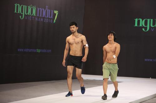 VNTM 2016: Cười ngất xem thí sinh lăn lê trên sàn diễn-16