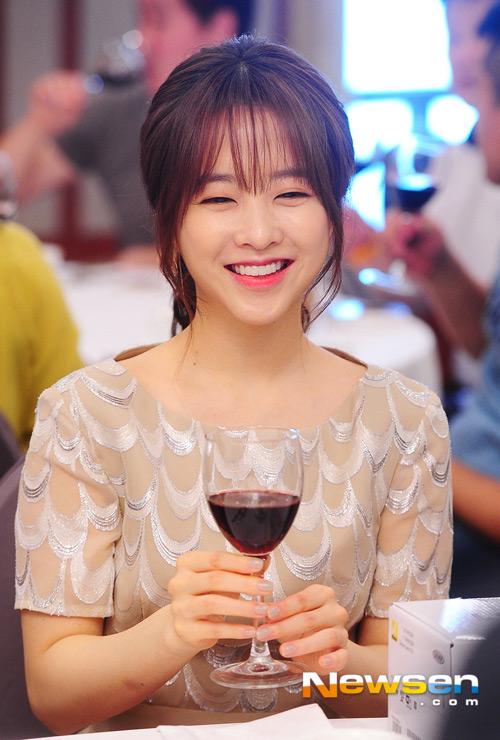 """""""Ma nữ"""" Park Bo Young xinh như công chúa - 4"""