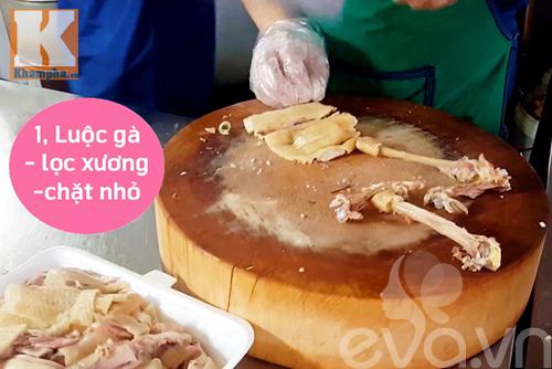Ngỡ ngàng với cách lọc thịt 1 con gà trong 2 phút - 1