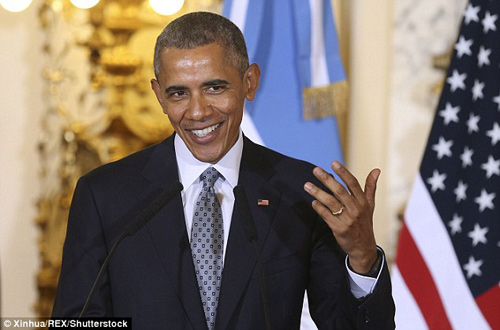 Những lần ông Obama tháo nhẫn để bắt tay gây tranh cãi-7