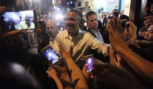 """Chủ quán bún chả: """"Tay ông Obama rất ấm nóng và mềm""""-11"""